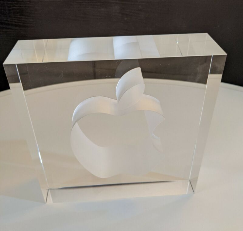 RARE Apple Employee 10 Year Award in excellent condition, original packaging
