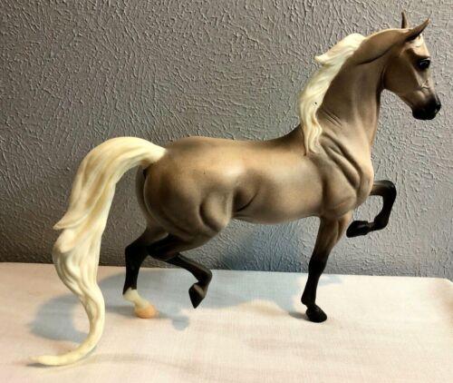 BREYER TRADITIONAL HORSE DAPPLE GRAY WHITE MANE TAIL NATIONAL SHOW BODY QUALITY