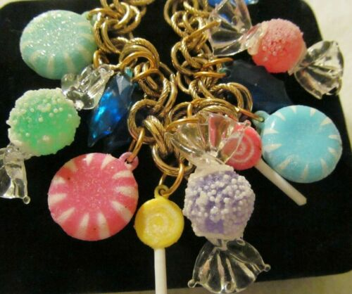 RARE CUTE VINTAGE CHRISTMAS HOLIDAY FROSTED CANDY GOLD CHARM BRACELET FOB