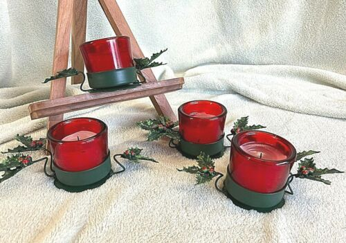 SET OF 4 - Vintage Petites Choses Holiday Christmas Holly & Berries Candleholder