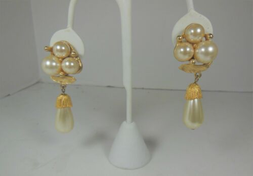 Vintage Chunky Faux Pearl & gold Tone Dangle Clip On Earrings