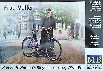 MASTER BOX™ 35166 WWII Era Frau Müller mit Fahrrad in1:35
