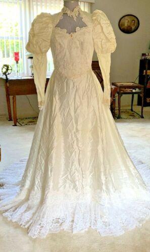 VINTAGE WHITE WEDDING DRESS WITH VEIL - 1980's - SIZE 9/10