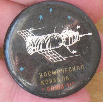 Russian COSMOS Space Pin Badge Ship Craft Rocket Sputnik Fly Souz Flight Union