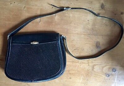 Vintage Gucci black leather shoulder strap handbag