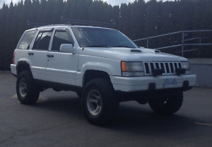 JEEP Lifted 92 ZJ 4X4 V8 318 5.2L Great Fishing Hunting Rig!
