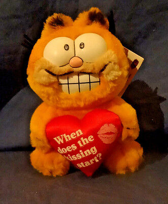 Garfield The Cat  When Does The Kissing Start  7  Plush Valentines Day  Dakin