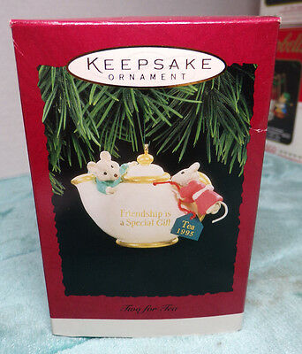 HALLMARK ~ TWO FOR TEA ~ FRIENDSHIP IS A SPECIAL GIFT ~ ORNAMENT ~ 1995 ~ NEW