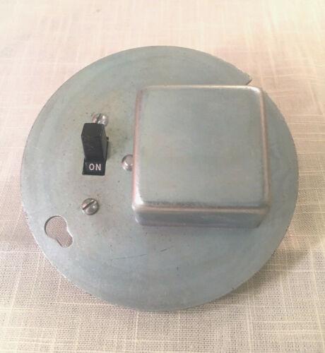 "Bussmann SSX Box-Cover Unit for 4"" Octagon Box, 1 Fuseholder & Switch 15A 250VAC"