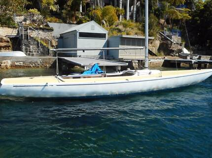 Etchells 22 Fibreglass, deep fin keel  Cruising/Racing sloop