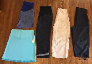 Size medium maternity bottoms lot