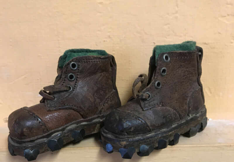 """VINTAGE PAIR ANTIQUE SALESMAN SAMPLE DOLL SIZE LEATHER MOUNTAIN WORK BOOTS 2.75"""""""