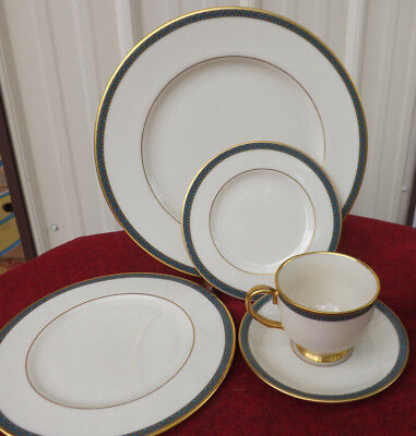 Lenox Patriot 20 Piece Dinnerware Set - Patriotic Dinnerware