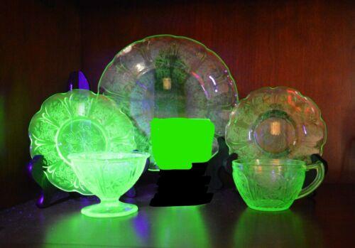 Jeannette Cherry Blossom 5 Piece Place Setting - Vintage Uranium Glass
