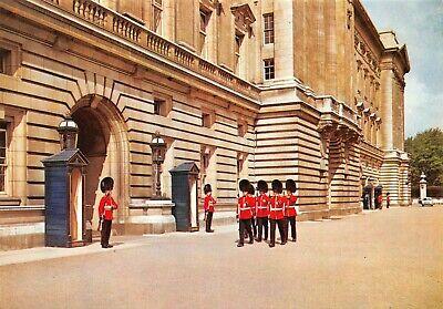 London Postcard, Buckingham Palace, Sentries of the Irish Guards IB3