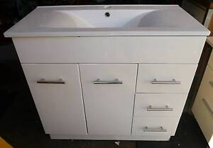 Second Hand 900w White Bathroom Vanity Drawers 1 Tap Hole Melbourne CBD Melbourne City Preview