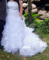 Charming Zachary Alexander Wedding Gown size16-24