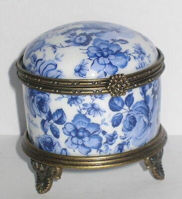 Porzellan Dose mit Füßchen, blau weiß, Rosendekor, Nostalgie Stil, rar 6x6cm