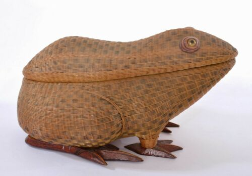 Old Chinese Zhejiang Handicrafts Wicker Woven Lidded Frog Shaped Basket Box