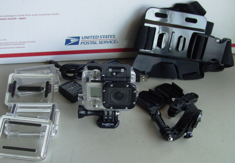 Gopro Hero 3 Black Edition Action Camera + 32 GB SD Card + LCD Back Ready
