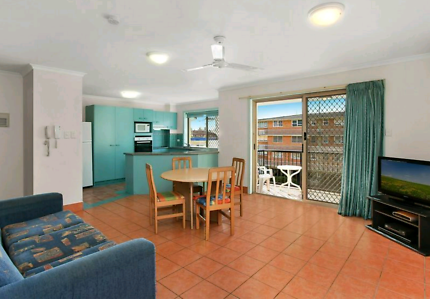 Large 2 bed 2 bath unit in the heart of Surfers Paradise ~400pw