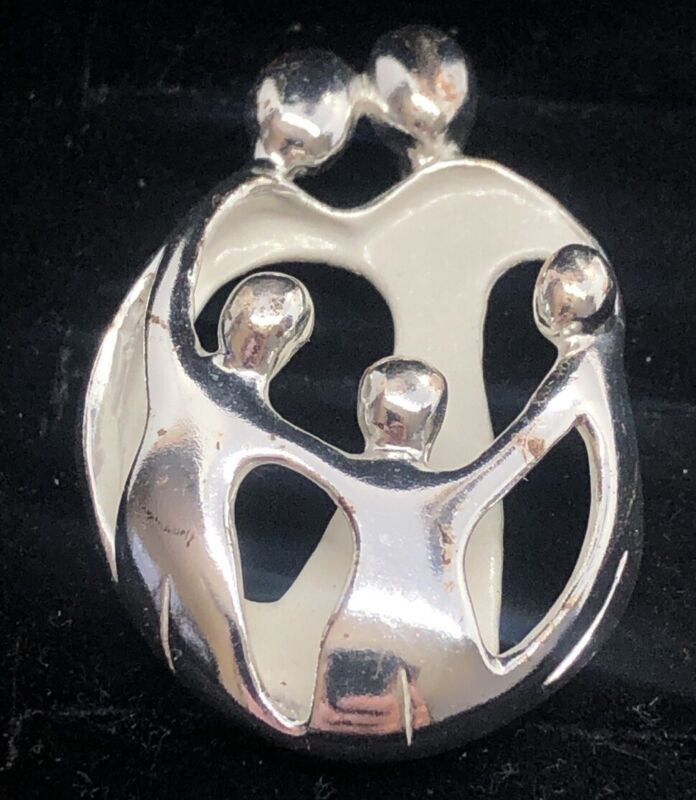 Relios Carolyn Pollack Family Sterling Silver Necklace 925 Pendant Signed