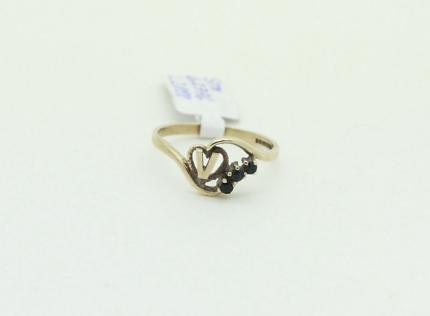9ct Gold 'V' Sapphire Ring