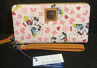 Disney Dooney And Bourke Mickey And Minnie Love Hearts Wristlet Wallet New