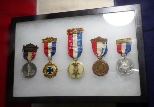 5 GRAND ARMY OF THE REPUBLIC SOUVENIR ENCAMPMENT MEDALS IN NEW RIKER 8X12 CASE!