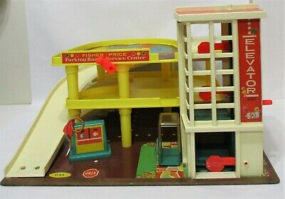 VINTAGE 1970'S FISHER PRICE LITTLE PEOPLE PARKING RAMP SERVICE CENTER GARAGE 930