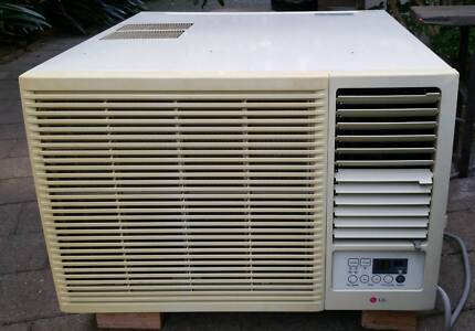 AIR CONDITIONER .  LG.  5.6 KW. REVERSE CYCLE.