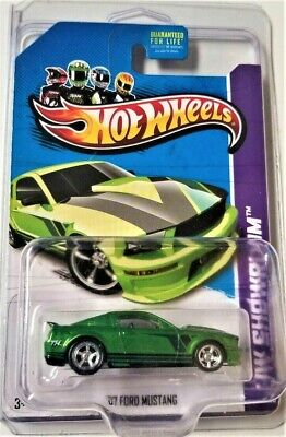 Hot Wheels 2013 SUPER Treasure Hunt '07 Ford Mustang With Protecto Pak