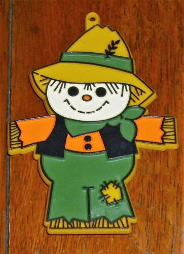 """Hallmark Thanksgiving Fall Painted Plastic Cookie Cutter Scarecrow 4"""" x 3"""" Used"""