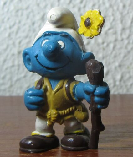 Smurfs - 20041 - RARE - Hiker Smurf - Yellow Flower!