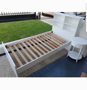 Single bed. & book shelves. solid hard timber and slats. Also (si Carlton Melbourne City Preview