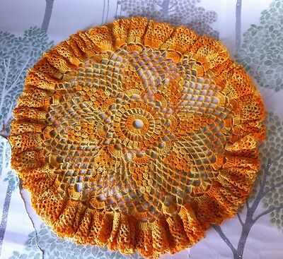 🎀🎀vintage crochet doily table mat~~finished with lovely gathers~Diameter 12