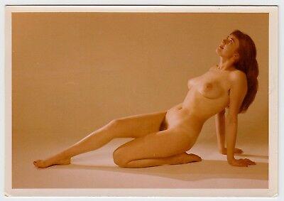 Pretty nude women peep show — pic 13