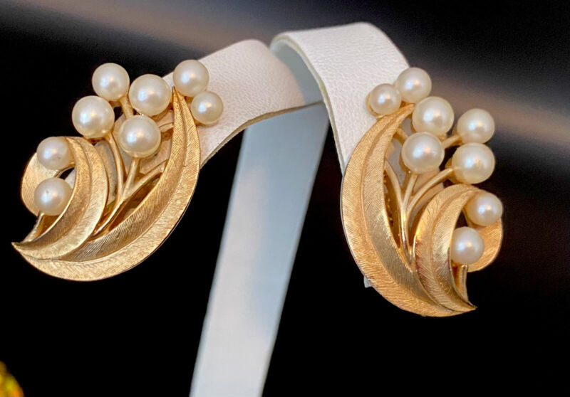 Vintage CROWN TRIFARI Brushed Gold Tone Climbing Faux Pearl Dressy Clip Earrings