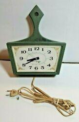 Vintage  GENERAL ELECTRIC MID-CENTURY SKILLET PAN KITCHEN WALL CLOCK model  2155