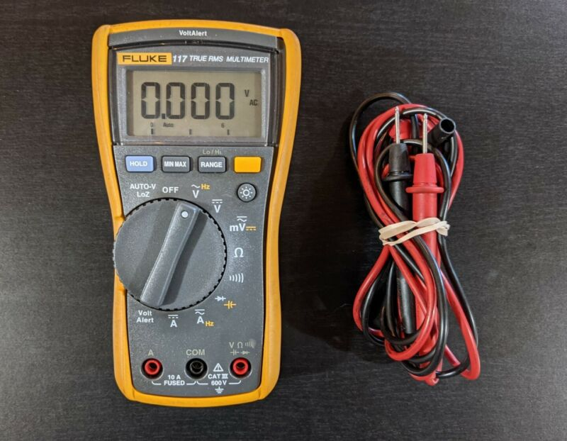 Fluke 117 Electrician True RMS Multimeter Integrated Voltage Detection w/ Leads
