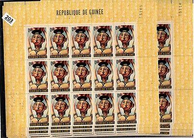 /// GUINEA - MNH - ART - 10 BENT SHEETS - 250 STAMPS