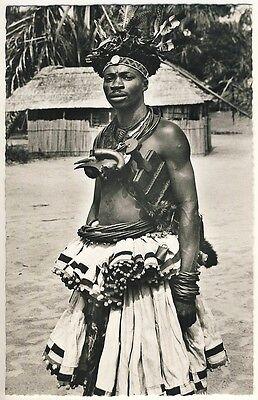 CONGO YOUNG BAKUBA MAN MANN IM FESTSCHMUCK VINTAGE 50S ETHNIC NUDE PHOTO PC