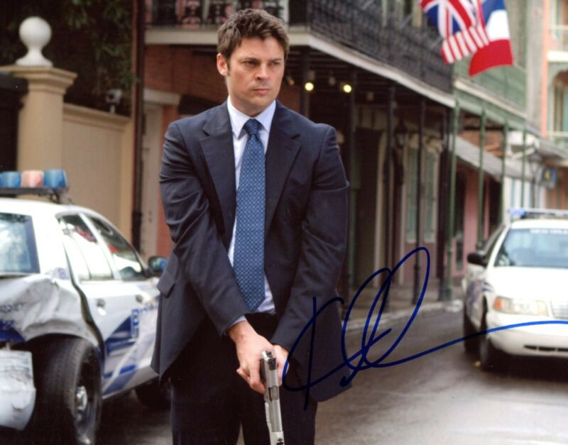 ACTOR Karl Urban autograph, signed photo