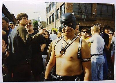 Vintage 90er Jahre Foto Man in Festlich Kostüm Im San Francisco Gay Pride Parade