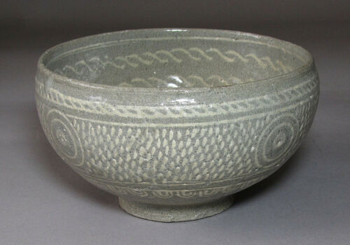 A Very Fine/Rare Korean Buncheong White Slip Inlaid Tea Bowl-15th C.