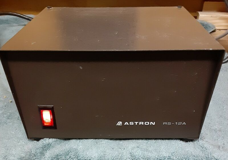 Astron RS-12A Power Supply.
