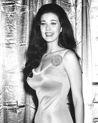- 1972 LYNDA CARTER
