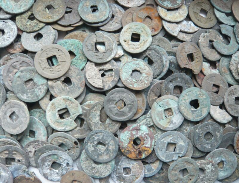 Lot of 400g ancient Chinese coins in poor grade dug from Java