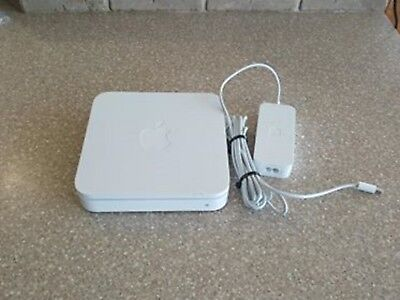 Apple 4 Port Wireless Router -- Model A1143 -- Works great