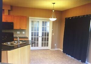 3 bedroom / 2 full bath condo in High River  May 1st